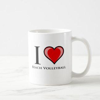 Amo voleibol de playa taza de café