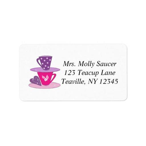 Amontonamiento de tazas de té etiquetas de dirección