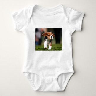 Amor adolescente del beagle playera