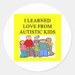 amor autístico de los niños etiqueta redonda