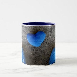 Amor azul del corazón taza dos tonos