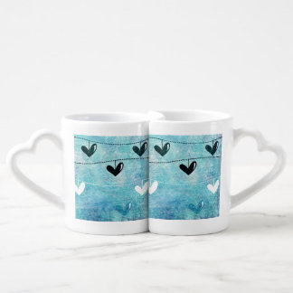 Amor azul y negro en un diseño de la secuencia tazas amorosas