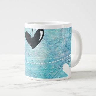 Amor azul y negro en un diseño de la secuencia tazas jumbo