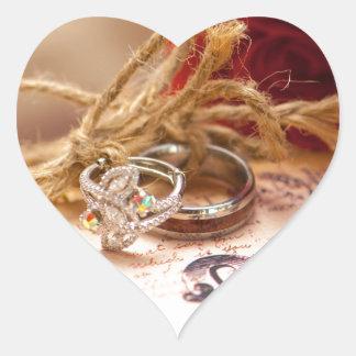 Amor, boda, unidad, rosas, anillos pegatina en forma de corazón