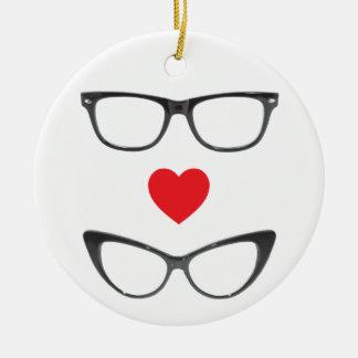 Amor chistoso del friki - corazón y lentes adorno navideño redondo de cerámica