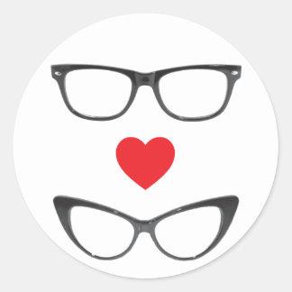 Amor chistoso del friki - corazón y lentes etiquetas redondas