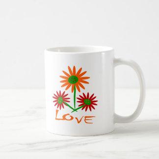 Amor con tres lindos, flores coloridas con los tro tazas