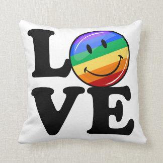 Amor con un gay feliz LGBT de la bandera del arco Cojín Decorativo