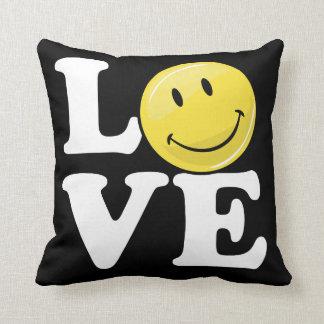Amor con una cara feliz clásica de la sonrisa cojín decorativo