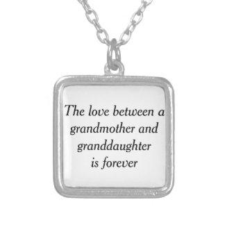 Amor de la abuela y de la nieta colgante cuadrado