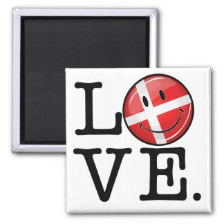 Amor de la bandera sonriente de Dinamarca Imán Cuadrado