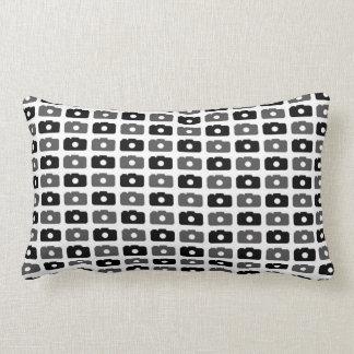 Amor de la cámara negro y gris almohada