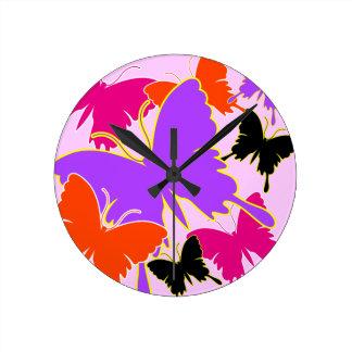 Amor de la mariposa relojes de pared