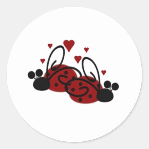 Amor de la mariquita pegatina redonda