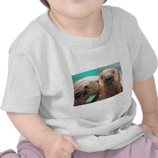 Amor de la nutria de mar camiseta