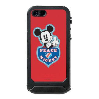 Amor de la paz de Mickey el   del día de fiesta Carcasa De Iphone 5 Incipio Atlas Id