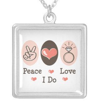 Amor de la paz hago el collar