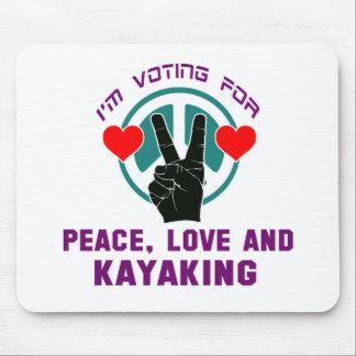 Amor de la paz y el Kayaking. Alfombrilla De Ratón
