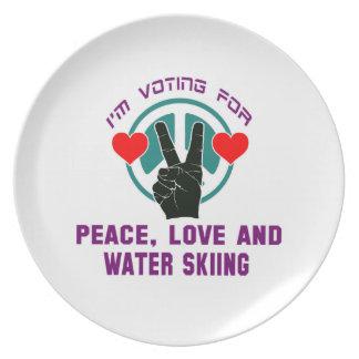 Amor de la paz y esquí acuático platos para fiestas