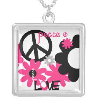 Amor de la paz y rosas fuertes y negro del collar