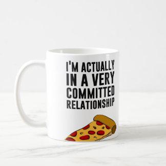Amor de la pizza de salchichones - una relación taza clásica