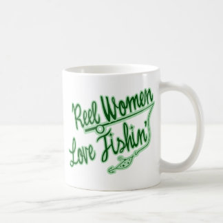 Amor de las mujeres del carrete que pesca al aire taza de café