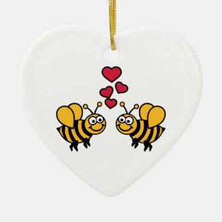 Amor de los corazones de las abejas adorno navideño de cerámica en forma de corazón