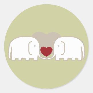 amor de los elefantes pegatina redonda