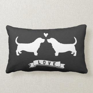 Amor de los perros de afloramiento - siluetas del cojín