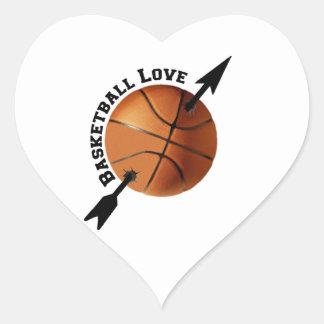 Amor del baloncesto pegatina en forma de corazón