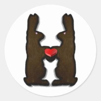 Amor del conejito del chocolate etiquetas redondas
