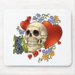Amor del cráneo - cráneos, rosas y corazones por e alfombrillas de ratón