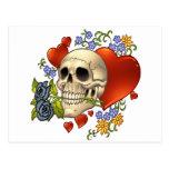 Amor del cráneo - cráneos, rosas y corazones por postal