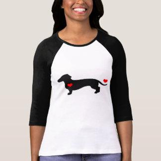 Amor del Dachshund - perro femenino con los Camisas