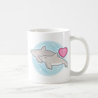 amor del delfín taza clásica