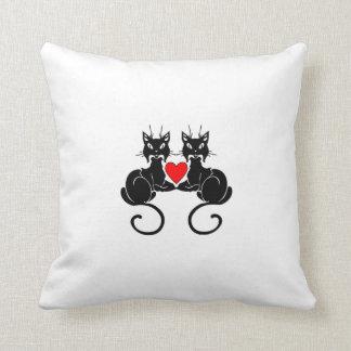 Amor del gato negro almohadas