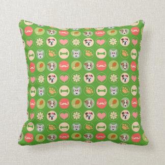 Amor del perro en verde cojines