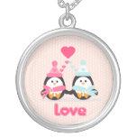 Amor del pingüino collar plateado