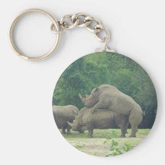 Amor del rinoceronte llavero redondo tipo pin