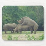 Amor del rinoceronte tapete de ratones