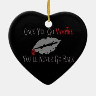 Amor del vampiro adorno navideño de cerámica en forma de corazón