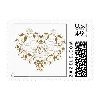 Amor en cualquier lengua en franqueo del oro sello postal