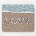 Amor en el arte del Seashell de la playa Tapetes De Ratón
