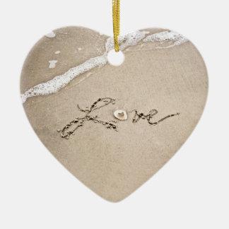 Amor en el ornamento del navidad de la playa de la ornamento de reyes magos