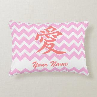 Amor en japonés con el modelo rosado de Chevron Cojín Decorativo