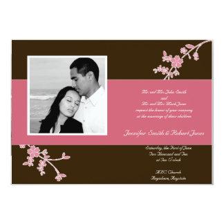 Amor en la floración: Marrón con la flor de cerezo Invitación 12,7 X 17,8 Cm