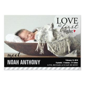 Amor en la primera invitación del bebé de la vista