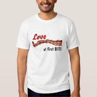 ¡AMOR EN LA PRIMERA MORDEDURA! (Camiseta del Camisas