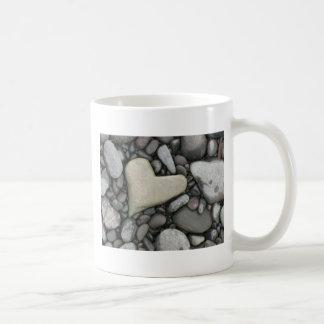 Amor en las rocas taza básica blanca