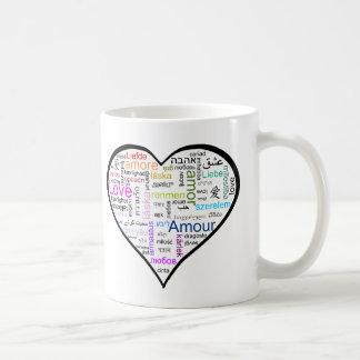 Amor en todo el corazón de las idiomas taza de café